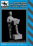 F35210 1/35 German soldier with accordion WW I
