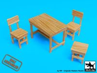 W35004 1/35 Wooden table and chairs Blackdog