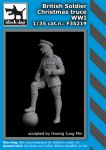 F35219 1/35 British soldier Christmas truce WW I