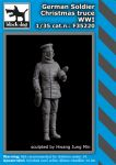 F35220 1/35 German soldier Christmas truce WW I