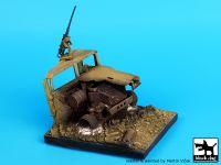 D35018 1/35 Destroyed Humvee base Blackdog