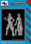F32039 1/32 Firewoman set Blackdog