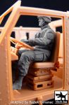 F35052 1/35 Us soldier driver M1070 Truck tractor Blackdog