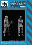 F35087 1/35 British Marines plus Argentine soldier Blackdog