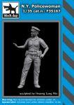 F35167 1/35 N.Y. Policewoman Blackdog